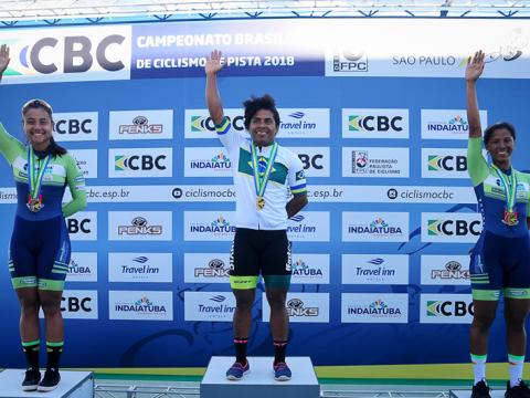 Tatielle Valadares fatura a medalha de ouro na Keirin do Brasileiro de Pista